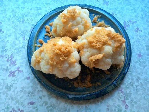 Kalafior z masełkiem i tartą bułką
