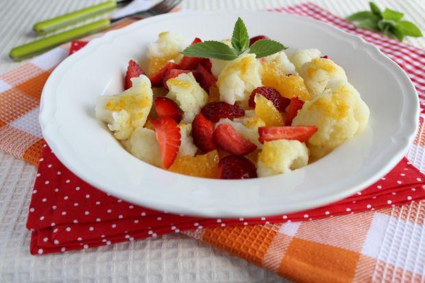 Kalafior z truskawkami w imbirowym sosie