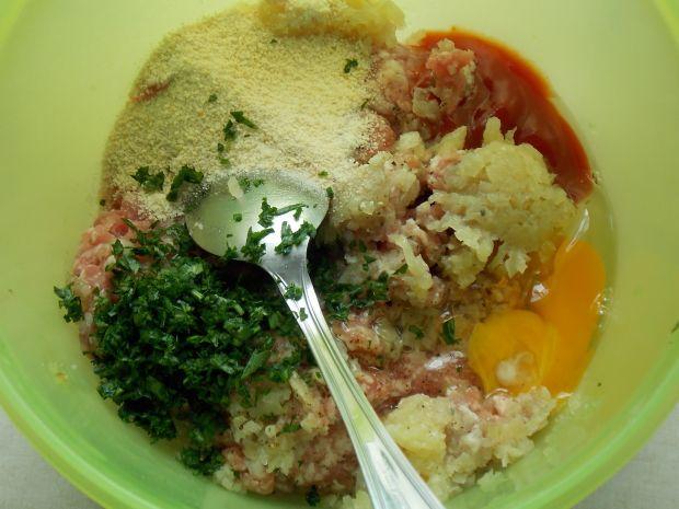 Kalafior zapiekany z mięsem i sosem serowym