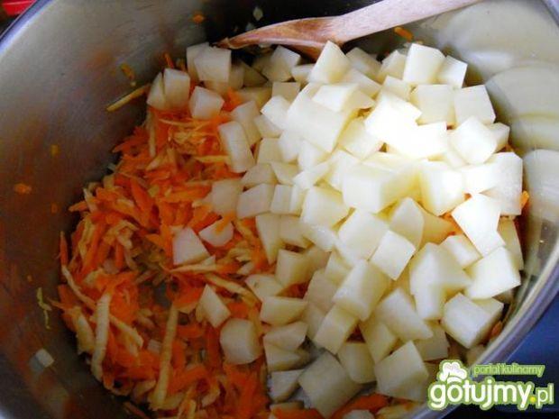 Kalafiorowa z zielonym groszkiem i curry