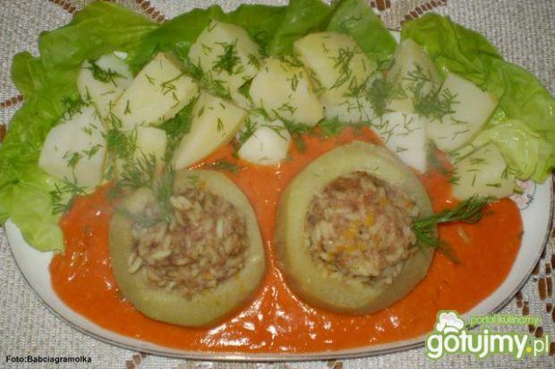 Kalarepki faszerowane w sosie pomidorowy