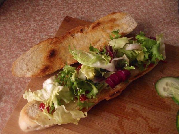 Kanapka na ciepło z mięsem mielonym i warzywami