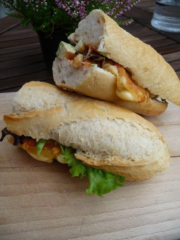 Kanapka z awokado i smażonym serem