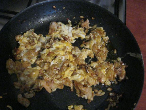 Kanapki z kurczakiem i jajkiem na ciepło