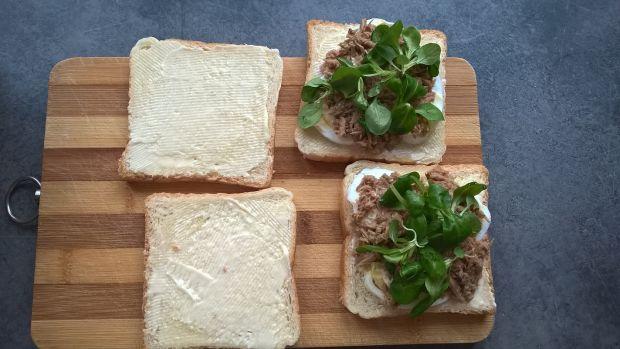 Kanapki z tuńczykiem, jajkiem i roszponką