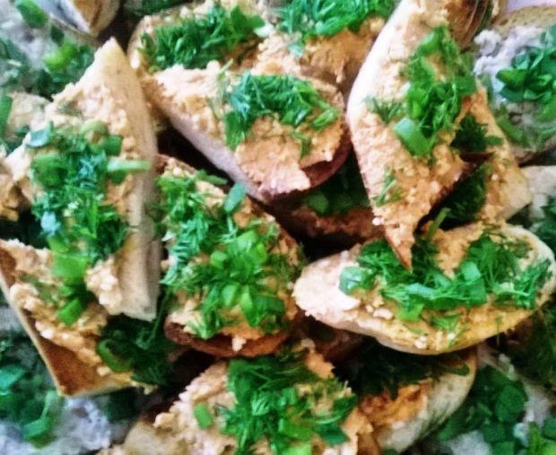 Kanapkowa pasta z curry i łososiem