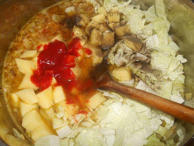 Kapuśniak z czarną rzodkwią i mięsnymi kuleczkami