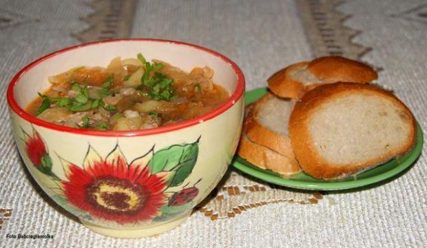 Kapuśniak z karmelizowaną cebulką :