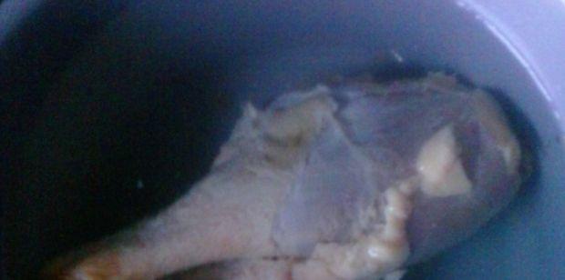 Kapuśniak z kaszą pęczak na udku z kaczki