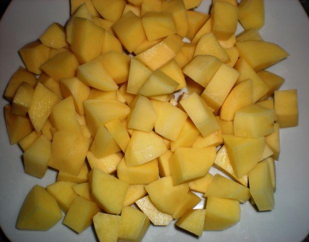 Kapuśniak z kiełbaską i ziemniakami