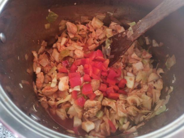 Kapusta duszona z kurczakiem i pomidorami