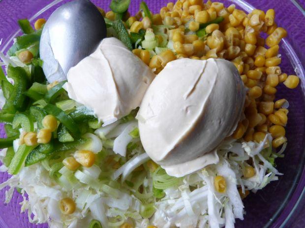 Kapusta pekińska z papryką i przyprawą curry