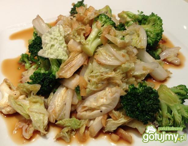 Kapusta pekińsku z brokułami po AZJATYCK