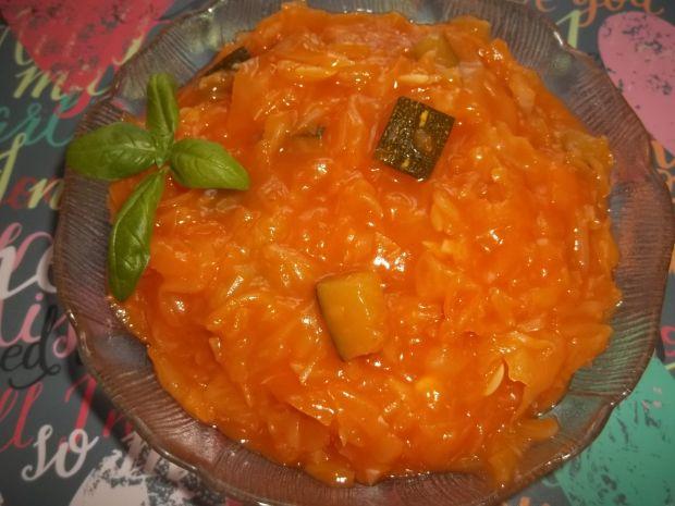 Kapusta z cukinią w sosie pomidorowym