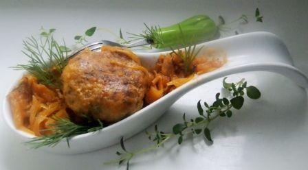 Kapusta z kotlecikami na pomidorowo