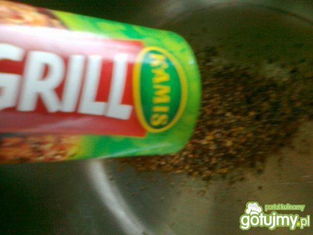 Karczek na grzance z czosnkowym sosem