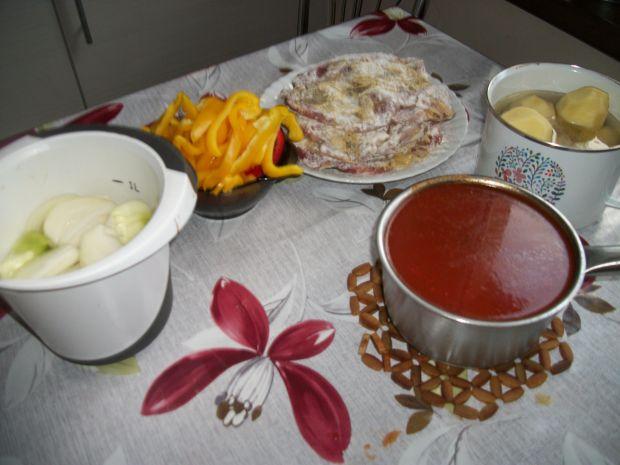 Karkówk z warzywami z kociołka