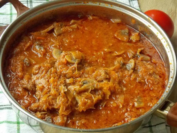 Karkówka duszona w pomidorowej kapuście kiszonej