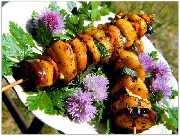 Karkówka jałowcowa z szaszłykami warzywnymi