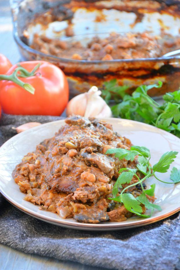 Karkówka pieczona z pieczarkami i fasolą