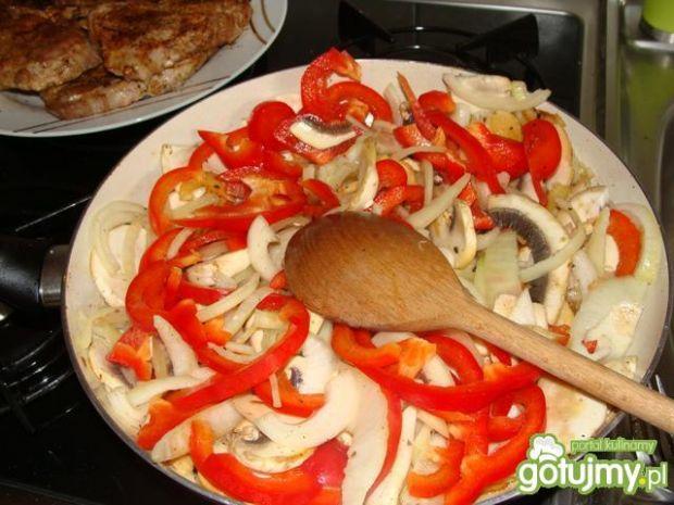 Karkówka zapiekana z warzywami