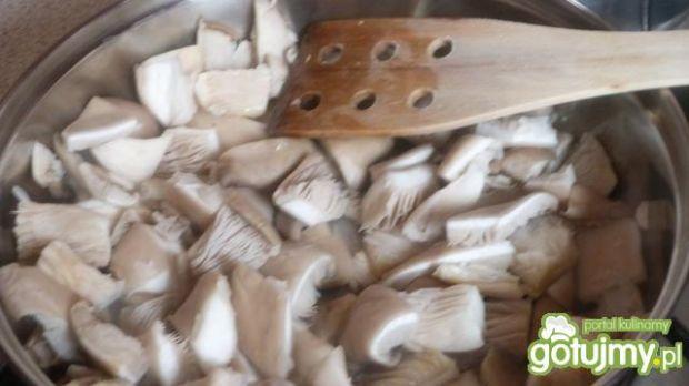 Kasza gryczana z boczniakami
