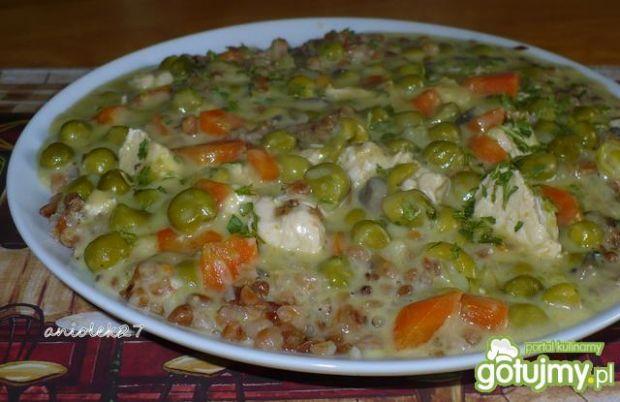 Kasza gryczana z indykiem i warzywami