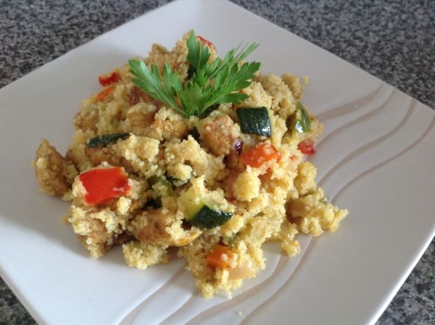 Kasza kuskus z kurczakiem, curry i warzywami
