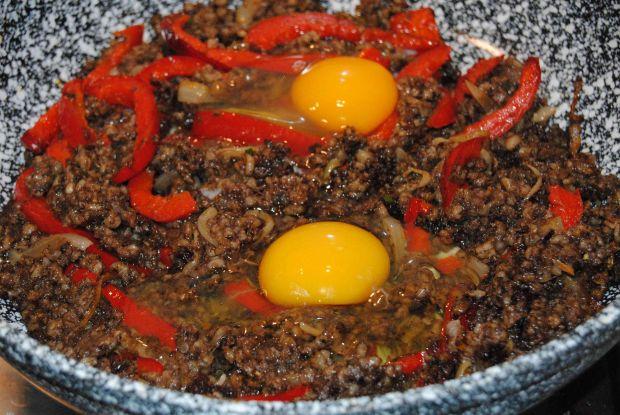 Kaszanka z papryką i jajkiem
