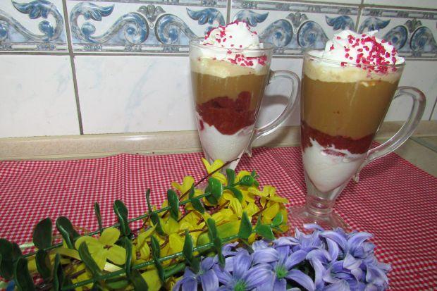 Kawa mrożona z malinami