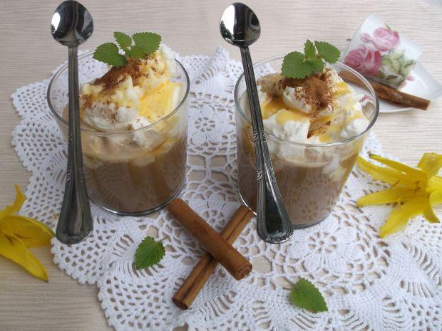 Kawa z ajerkoniakiem i bitą śmietaną