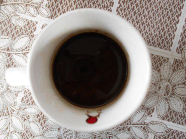 Kawa z syropem malinowym i lodami