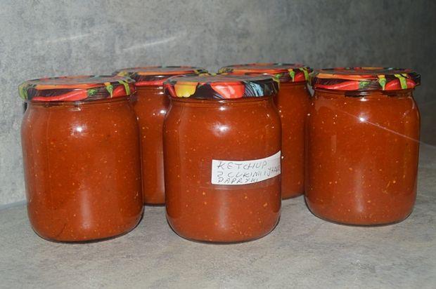 Ketchup z cukini, papryki i jabłka na zimę