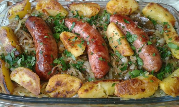 Kiełbasa biała zasmażana z kapustą i ziemniakami