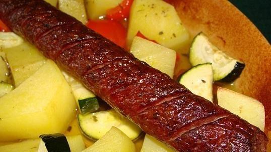 Kiełbasa z warzywami z pieca