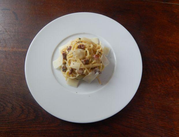 Klasyczne spaghetti carbonara - Spaghetti z kremowym sosem carbonara i pancettą