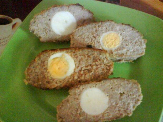 Klops z jajkiem