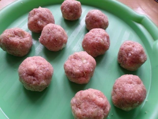 Klopsiki z mięsa mielonego i kaszy bulgur w sosie