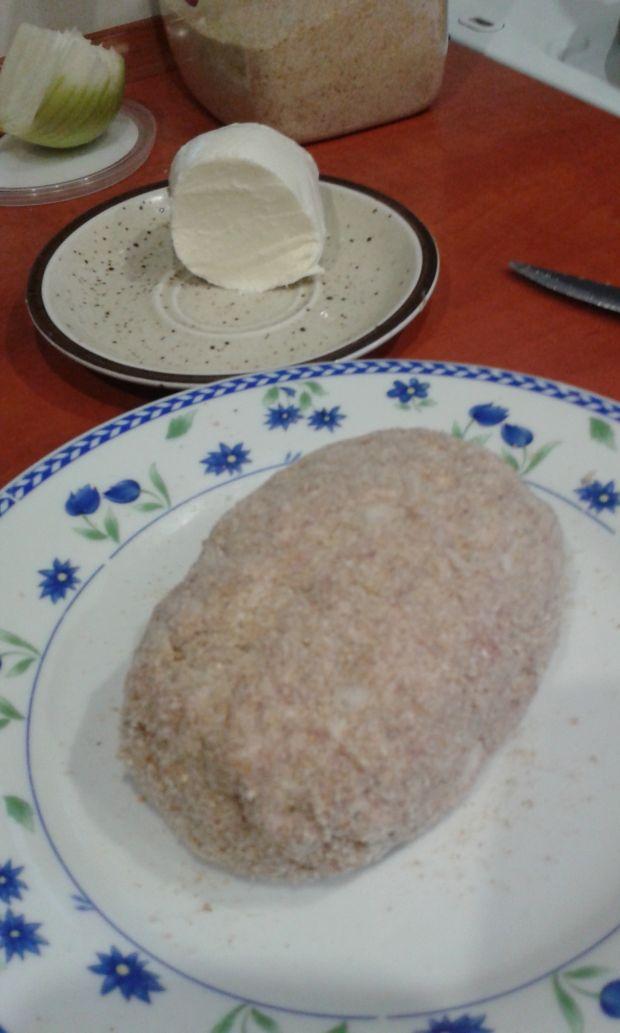Klopsy nadziane szpinakiem z mozzarellą
