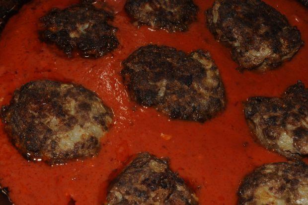 Klopsy z jelenia w sosie pomidorowym