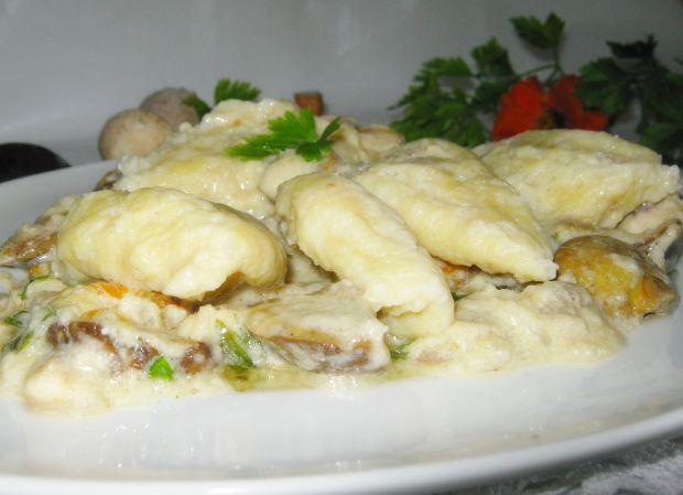 Kluski kładzione w grzybowym sosie