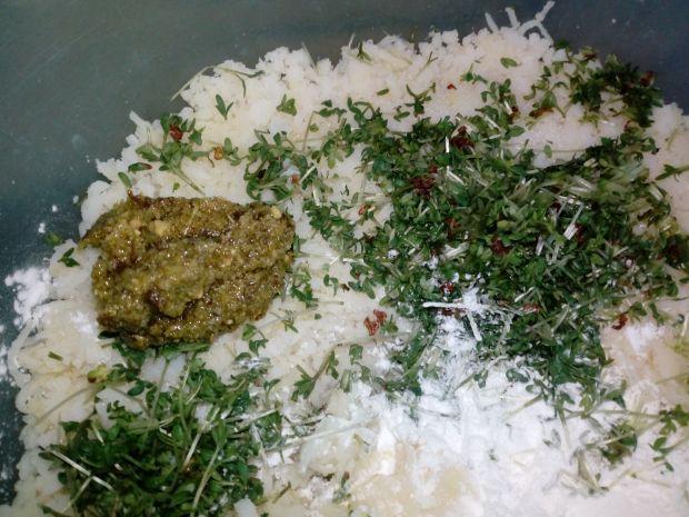 Kluski śląskie z pesto i rzeżucha
