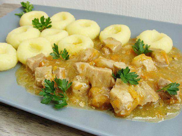 Kluski śląskie z potrawką z szynki