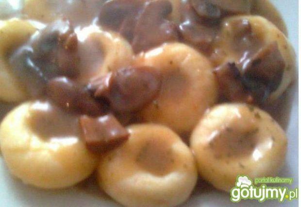Kluski śląskie z sosem pieczarkowym 2