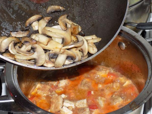 Kluski śląskie z sosem ze schabowych