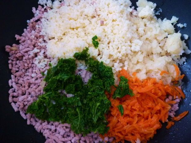 Kluski z mięsem, kaszą i warzywami