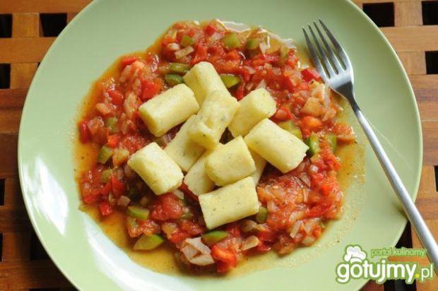 Kluski z polenty z sosem