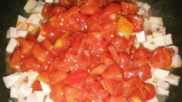 Kluski z sosem pomidorowym
