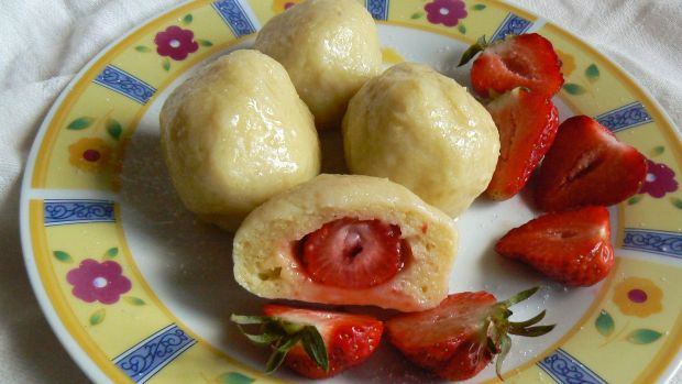 Knedle z truskawkami