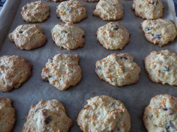 Kokosowe ciasteczka z marchewką i bakaliami